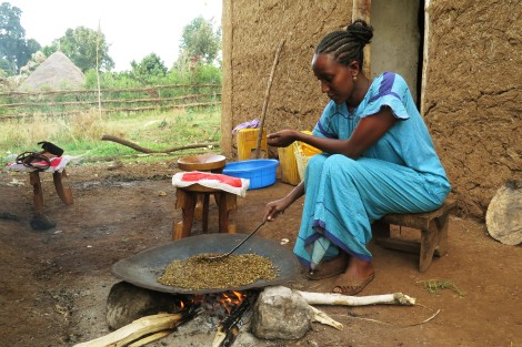 The Ethiopian women will roast the coffee beans at home on a wood fire (c) Siel Wellens, 2016
